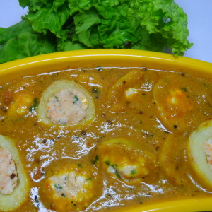 Paneer stuffed aalo with gravy
