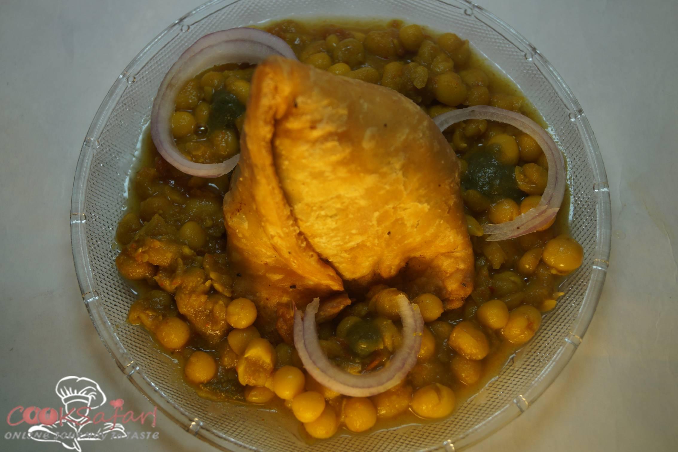 Samosa Ghugni Chaat